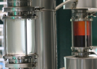 High-quality essential oils and essences thanks to vacuum distillation